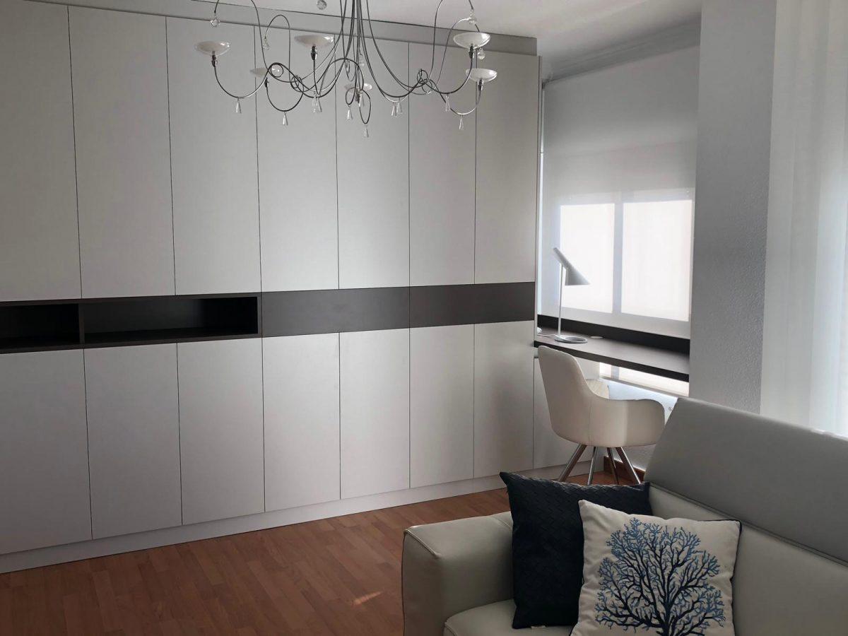 ¿Cómo integrar un vestidor en un salón?. Es posible